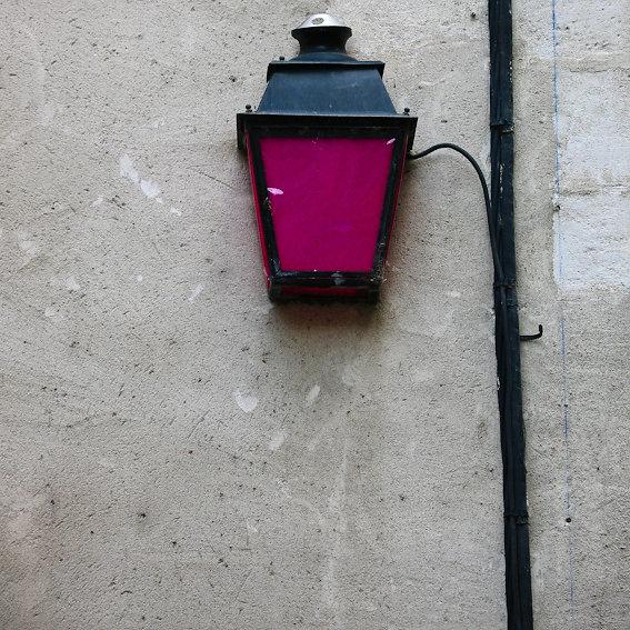 Magenta / lanterne publique / Arles 2008